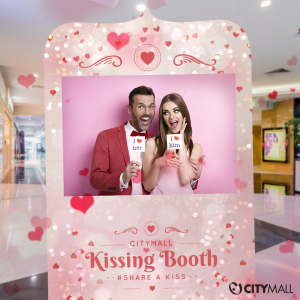 VALENTINE'S KISSING BOOTH
